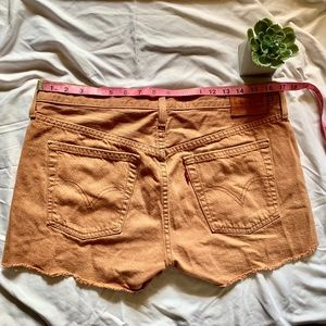 Camel colored Levi's shorts